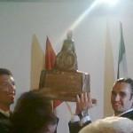 Il trofeo alzato