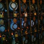 I boccali di birra riservati ai clienti storici del locale